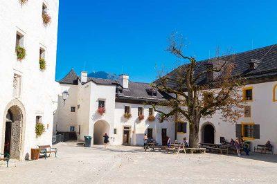 salzburg hohensalzburg kalesi avlusu 400x266