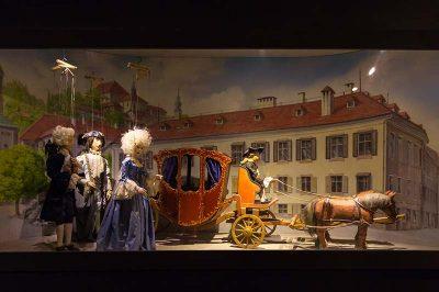 salzburg kalesi kukla muzesi kuklalari 400x266
