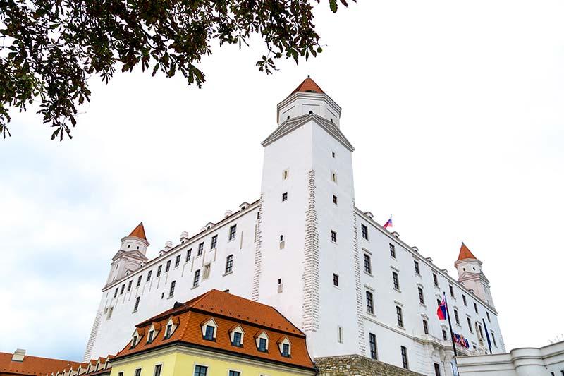 bratislava kalesi gezi yazisi