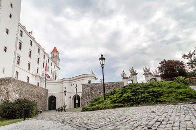 bratislava kalesi giris kapilari gecitleri 400x266