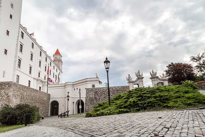 bratislava kalesi giris kapilari gecitleri