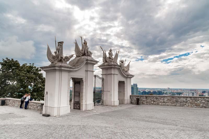 bratislava kalesi giris kapilari