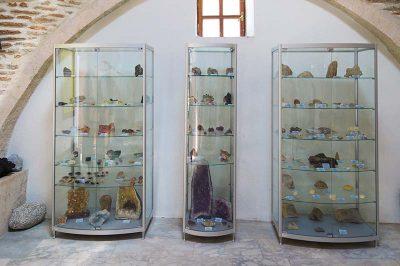 kutahya jeoloji muzesi sergilenen eserler 400x266