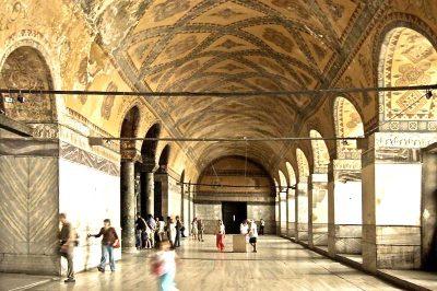 ayasofya muzesi ikinci kat koridoru 400x266