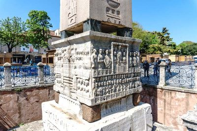 istanbul sultanahmet obelisk sutunu kaidesi 400x266