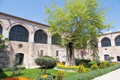 turk islam eserleri muzesi avlusu 400x266