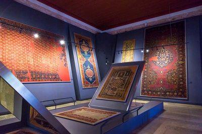 turk islam eserleri muzesi hali sergisi 400x266