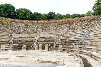 izmir metropolis antik kenti tiyatrosu kalintilari 400x266