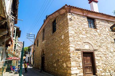 tirilye aziz vasil kilisesi kultur merkezi binasi 400x266