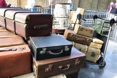 universal orlando theme park hogwarts express treni bavullari 400x266